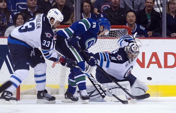 Ondrej+Pavelec+Winnipeg+Jets+v+Vancouver+Canucks+944AJRj0j23l