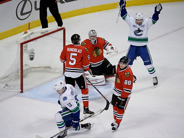021115_Canucks-Blackhawks-600