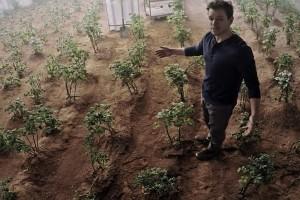 matt-damon-is-greatest-botanist-on-mars-in-new-trailer-for-the-martian
